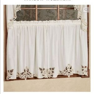 Other - 🎈2/$25 sets of Battenburg Lace Edge Curtain